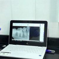 computadores y bisturis de alta tecnologia en odontologia